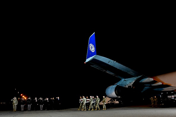 Mark Makela「Dignified Transfer Held For 2 Soldiers Killed In Helicopter Crash In Afghanistan」:写真・画像(0)[壁紙.com]