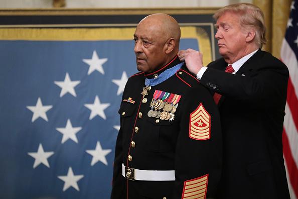 上半身「Marine Sgt Maj John Canley Awarded Medal Of Honor For Conspicuous Gallantry In Vietnam」:写真・画像(2)[壁紙.com]