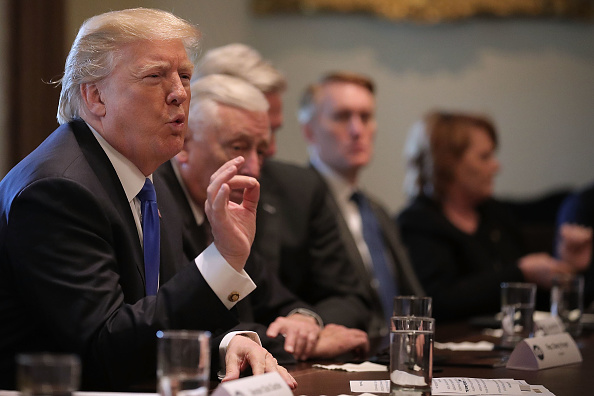 Meeting「President Trump Meets With Bipartisan Group Of Senators On Immigration」:写真・画像(8)[壁紙.com]
