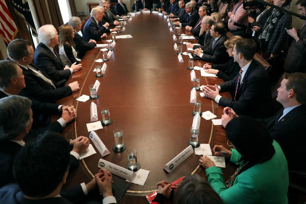 Meeting「President Trump Meets With Bipartisan Group Of Senators On Immigration」:写真・画像(10)[壁紙.com]