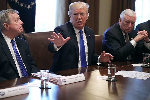 アメリカ合州国「President Trump Meets With Bipartisan Group Of Senators On Immigration」:写真・画像(13)[壁紙.com]