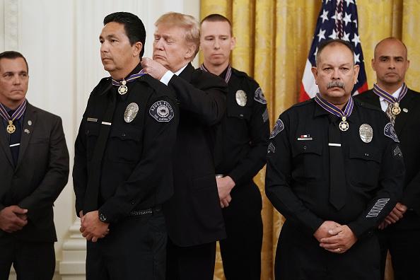 Azusa - California「President Donald Trump Presents Public Safety Officer Medal Of Valor」:写真・画像(13)[壁紙.com]