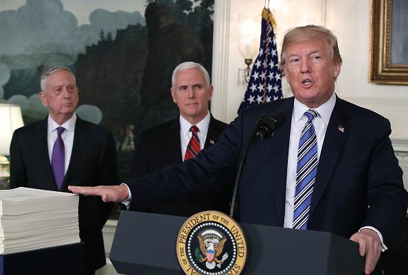 家計「President Trump Makes Statement And Signs Spending Bill」:写真・画像(19)[壁紙.com]
