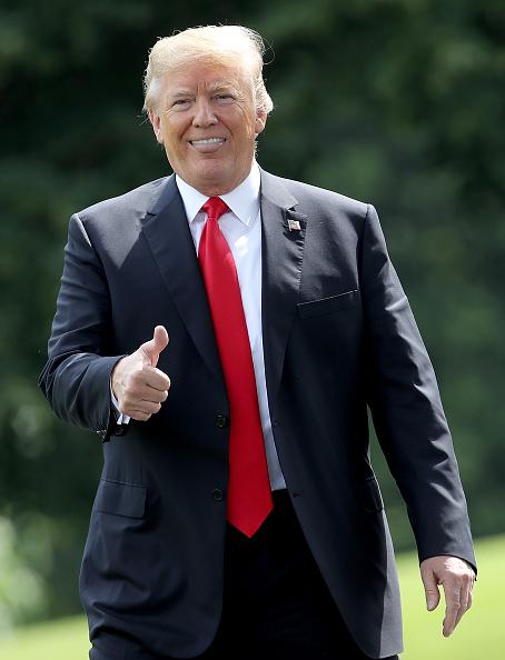 Gesturing「President Trump Departs White House For Nashville」:写真・画像(13)[壁紙.com]