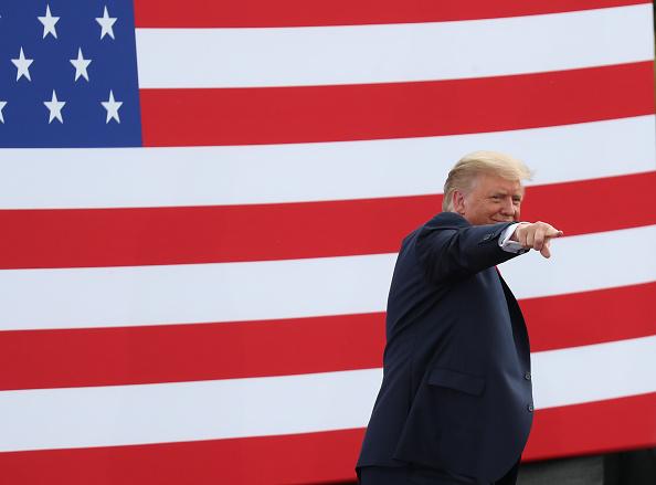 Smiling「President Trump Delivers Remarks At Jupiter, FL Lighthouse」:写真・画像(9)[壁紙.com]