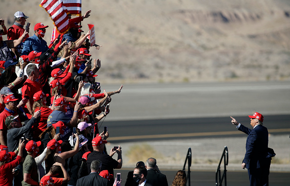 Supporter「President Trump Holds Campaign Rally In Bullhead City, Arizona」:写真・画像(15)[壁紙.com]