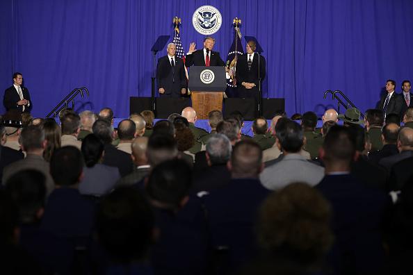 Visit「President Trump Visits Department of Homeland Security」:写真・画像(17)[壁紙.com]