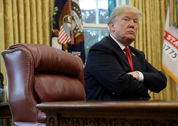 Oval Office「President Trump Briefed On Hurricane Michael By Secretary Of Homeland Security Nielsen And FEMA Chief Long In Oval Office」:写真・画像(0)[壁紙.com]