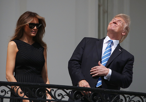 2人「President Trump Views The Eclipse From The White House」:写真・画像(12)[壁紙.com]