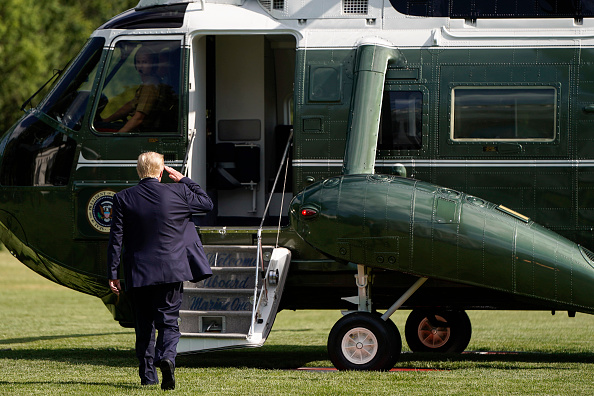 Joshua Roberts「President Trump Departs The White House En Route To Walter Reed National Military Medical Center」:写真・画像(1)[壁紙.com]
