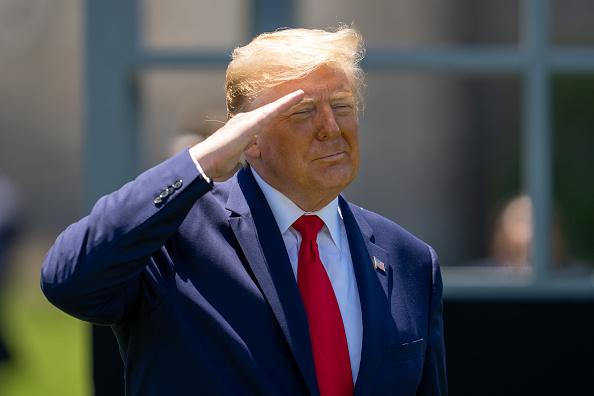 Saluting「President Trump Speaks At West Point Graduation Ceremony」:写真・画像(1)[壁紙.com]