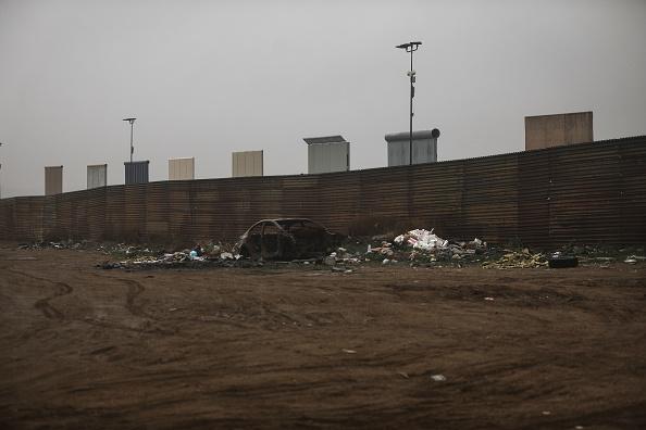 International Border Barrier「President Trump's Proposed Border Wall Prototypes Sit Along Mexico / U.S. Border」:写真・画像(7)[壁紙.com]