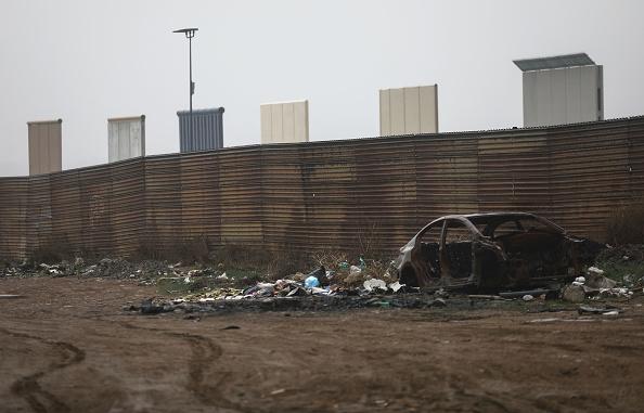 International Border Barrier「President Trump's Proposed Border Wall Prototypes Sit Along Mexico / U.S. Border」:写真・画像(11)[壁紙.com]