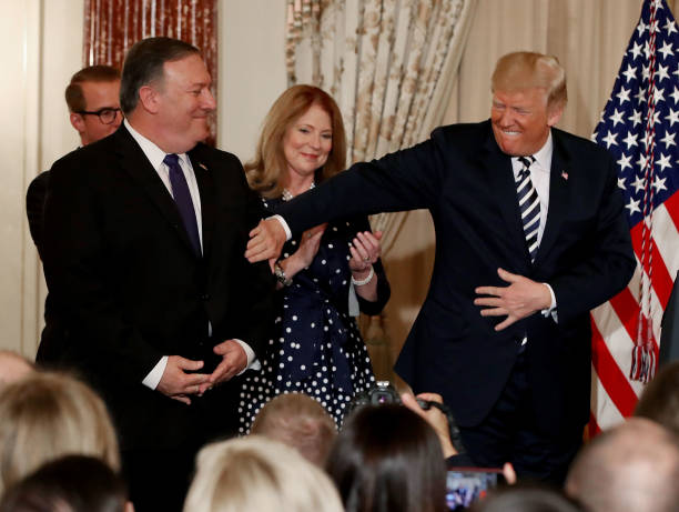 President Trumps Attends Ceremonial Swearing In Held For Secretary Of State Mike Pompeo At The State Department:ニュース(壁紙.com)