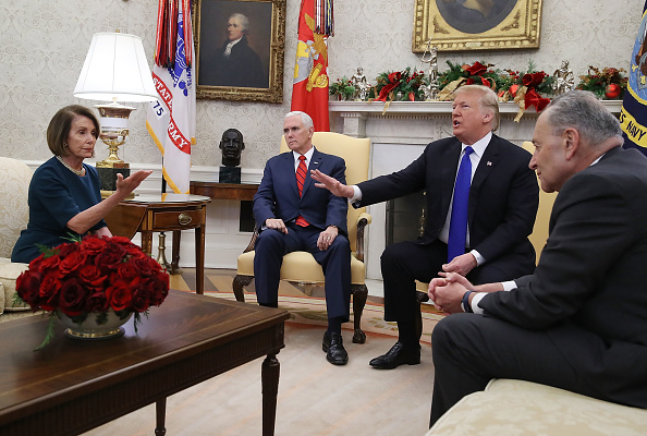 Oval Office「President Trump Meets With Nancy Pelosi And Chuck Schumer At White House」:写真・画像(15)[壁紙.com]