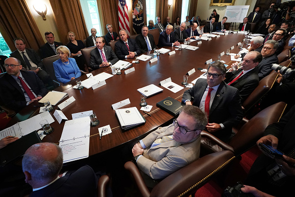 Wilbur Ross「President Trump Holds A Cabinet Meeting At The White House」:写真・画像(9)[壁紙.com]