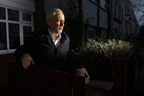 Leon Neal「Jeremy Corbyn Leaves His Home」:写真・画像(3)[壁紙.com]