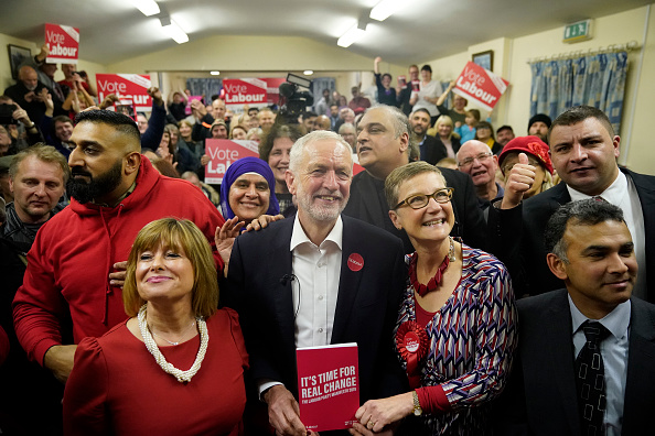 Labor Party「Jeremy Corbyn Campaigns In Dudley」:写真・画像(8)[壁紙.com]