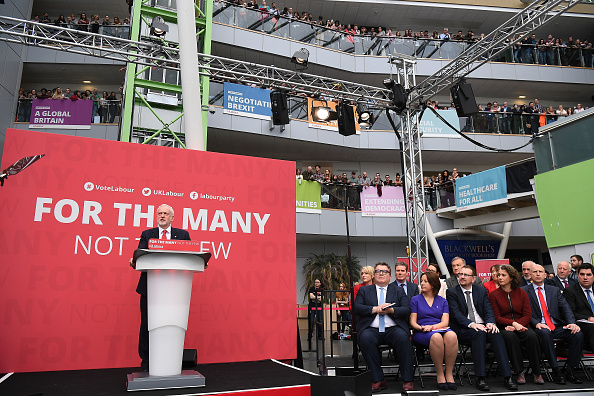 Leon Neal「Jeremy Corbyn Launches The Labour Party Election Manifesto」:写真・画像(9)[壁紙.com]