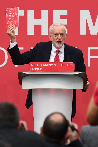 Leon Neal「Jeremy Corbyn Launches The Labour Party Election Manifesto」:写真・画像(11)[壁紙.com]