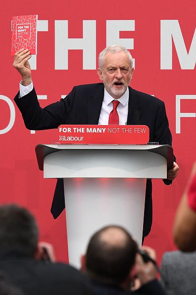 政治と行政「Jeremy Corbyn Launches The Labour Party Election Manifesto」:写真・画像(1)[壁紙.com]