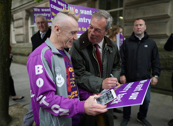 立ち去る「UKIP Referendum Bus Travels To South Yorkshire And Lancashire」:写真・画像(11)[壁紙.com]