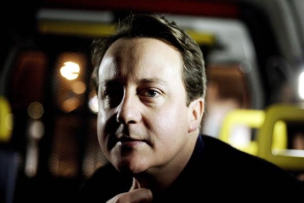 Photoshot「David Cameron Visits Ambulance Station」:写真・画像(8)[壁紙.com]