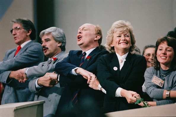 Holding Hands「1989 Labour Party Conference」:写真・画像(3)[壁紙.com]