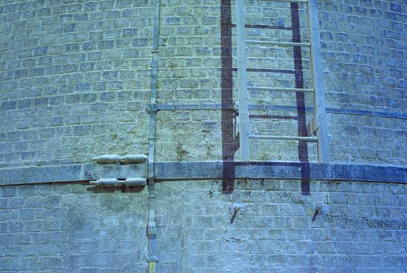 Brick Wall「Ladder on wall, sugar factory, Picardie, France」:写真・画像(2)[壁紙.com]
