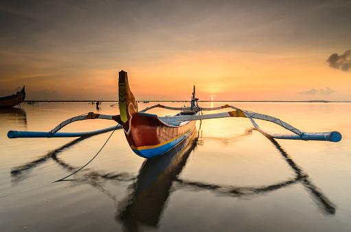 ビーチ「色のボート」:スマホ壁紙(8)