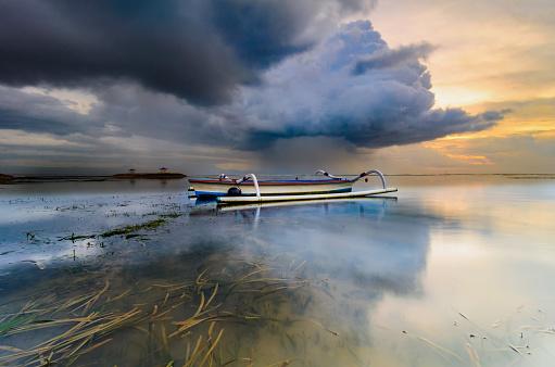 ビーチ「色のボート」:スマホ壁紙(13)