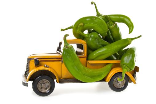 おもちゃのトラック「本場のハッチグリーンチリの色あせた古いおもちゃのトラック」:スマホ壁紙(17)