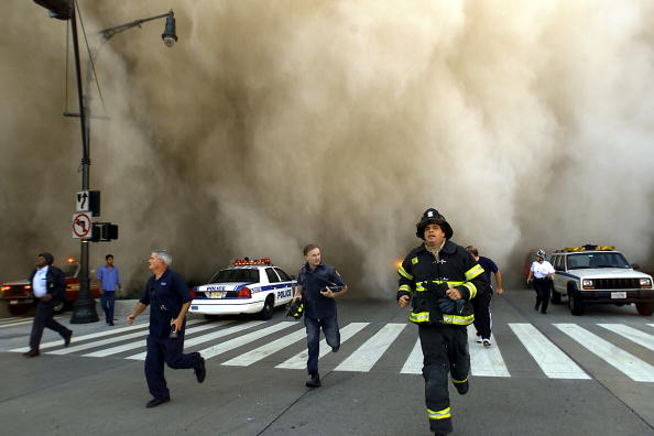 Emergency Services Occupation「World Trade Center Hit by Two Planes」:写真・画像(1)[壁紙.com]