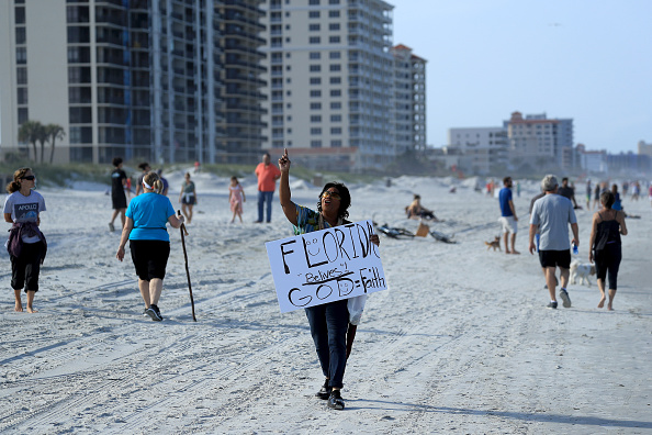 Jacksonville Beach「Jacksonville, Florida Re-Opens Beaches After Decrease In COVID-19 Cases」:写真・画像(6)[壁紙.com]