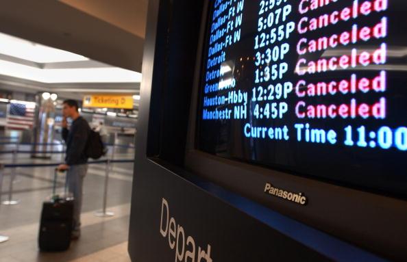Flying「Passengers Stranded at LaGuardia Airport」:写真・画像(10)[壁紙.com]