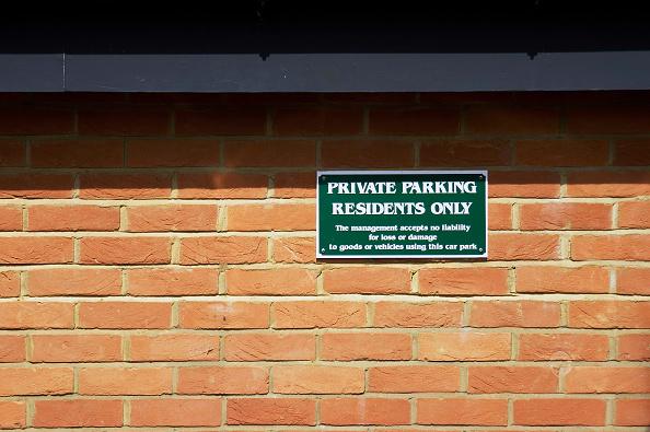 Brick Wall「Private parking sign on a brick wall.」:写真・画像(7)[壁紙.com]