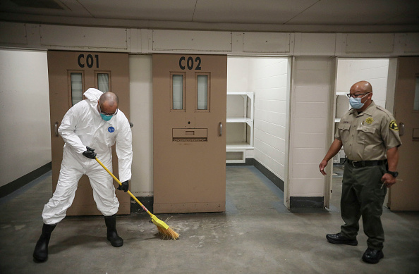 Prisoner「San Diego County Jail Inmates Disinfect Cells To Prevent COVID-19 Spread」:写真・画像(11)[壁紙.com]