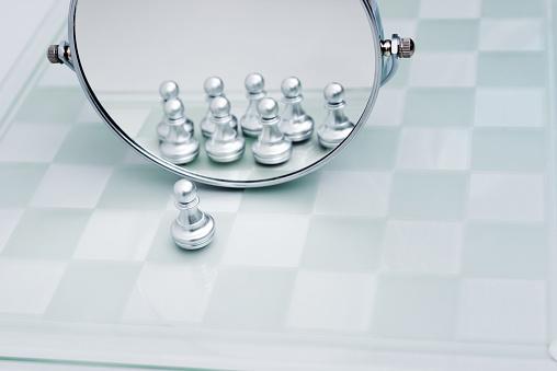 Battle「A pawn looking in the mirror」:スマホ壁紙(3)