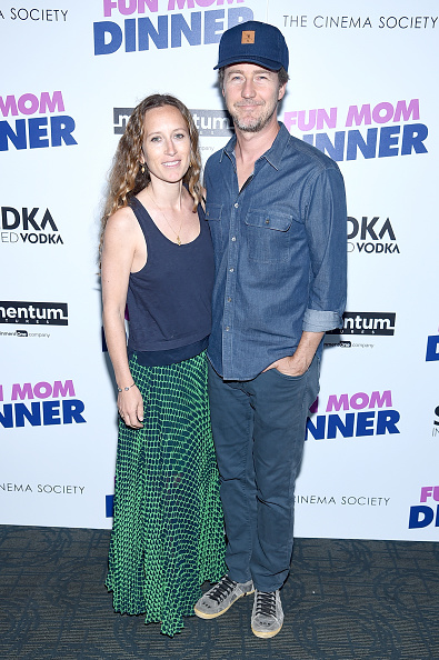 """Casual Clothing「Momentum Pictures With The Cinema Society Host A Screening Of """"Fun Mom Dinner""""- Arrivals」:写真・画像(5)[壁紙.com]"""