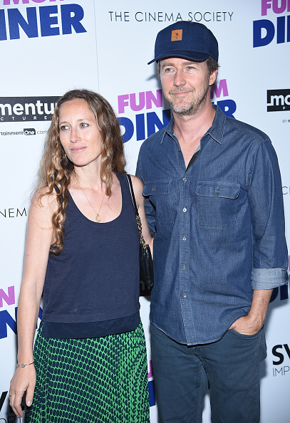"""Casual Clothing「Momentum Pictures With The Cinema Society Host A Screening Of """"Fun Mom Dinner""""- Arrivals」:写真・画像(6)[壁紙.com]"""