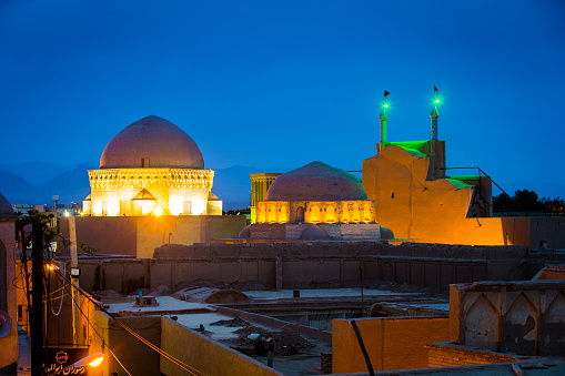 Iranian Culture「Tomb of 12 Imams & Alexander prison at dusk」:スマホ壁紙(6)