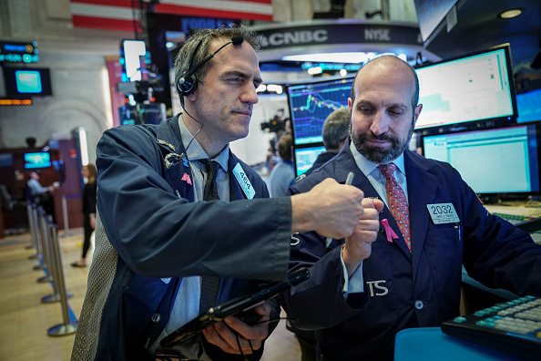 Trader「Stock Markets Open One Day After Steep Drop Over Apple's Revised Forecast」:写真・画像(4)[壁紙.com]