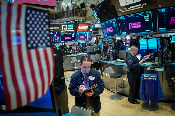 Drew Angerer「Stock Markets Open One Day After Steep Drop Over Apple's Revised Forecast」:写真・画像(8)[壁紙.com]