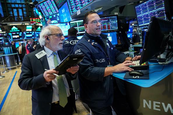 Trader「Tech Stocks Drag Stocks Down Sharply」:写真・画像(2)[壁紙.com]