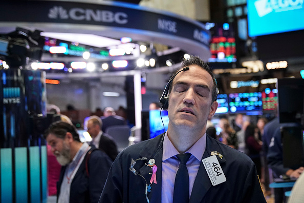 Trader「Markets Open After Dropping Over 500 Points Previous Day」:写真・画像(13)[壁紙.com]