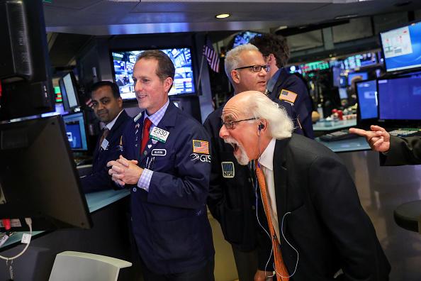 New York Stock Exchange「Dow Jones Industrial Average Stocks Rise Past 25,000 Mark」:写真・画像(14)[壁紙.com]
