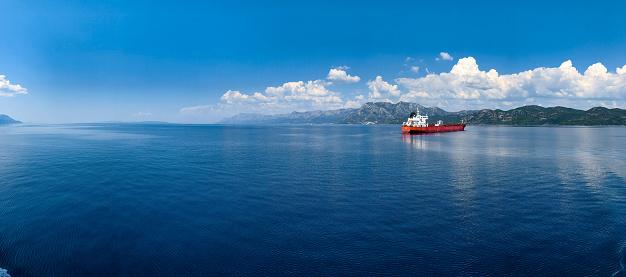 Overcast「Nautical Vessel Delivering Goods」:スマホ壁紙(5)