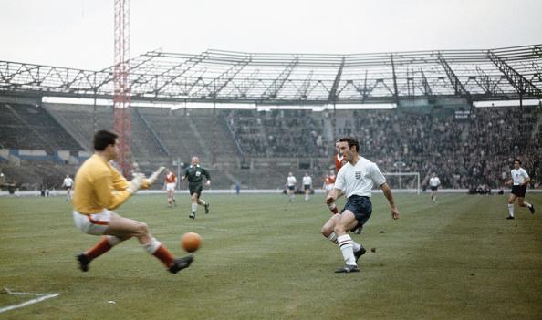 England「Jimmy Greaves England v Wales Home International 1962」:写真・画像(18)[壁紙.com]