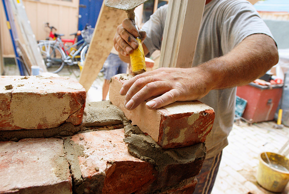 Hand「Bricklaying at house, UK」:写真・画像(2)[壁紙.com]