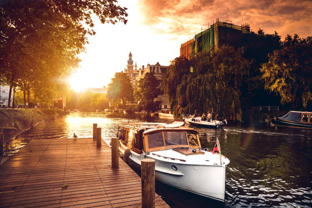 Sightseeing along Amsterdam canals:スマホ壁紙(壁紙.com)